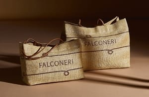 In regalo una borsa logata Falconeri